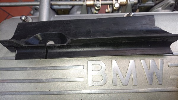 Abdichtung vorne links Motorhaube BMW Baureihe E10 15-2002 neu!
