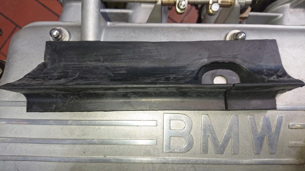 Abdichtung vorne rechts Motorhaube BMW Baureihe E10 15-2002 neu!