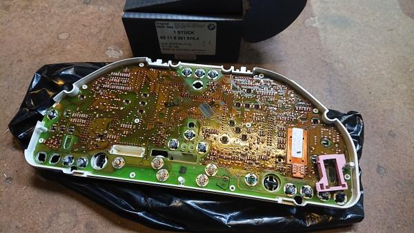 Leiterplatte mit Abdeckung -8351576 Cockpit E32 E34 orig. BMW Neu!